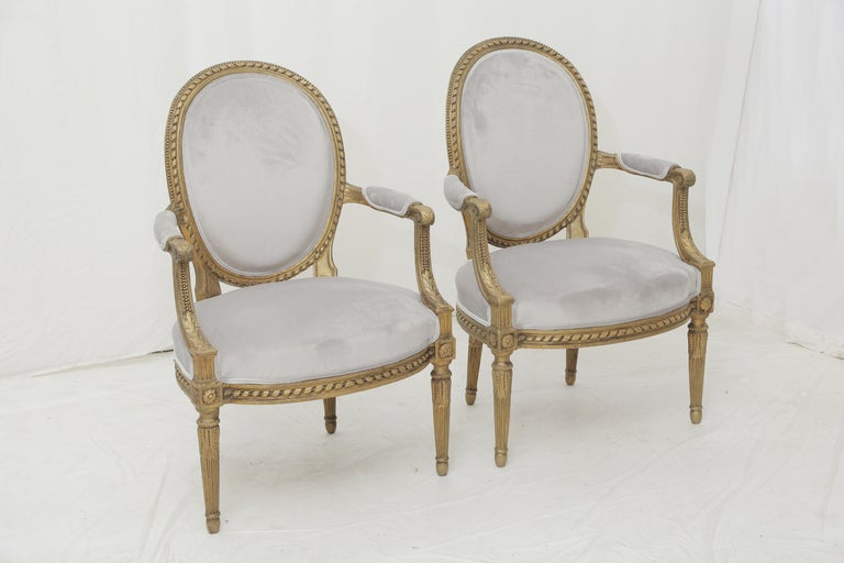 19th Century French Louis XVI Style Carved Giltwood and Pale Grey Seating Suite In Good Condition For Sale In Miami, FL