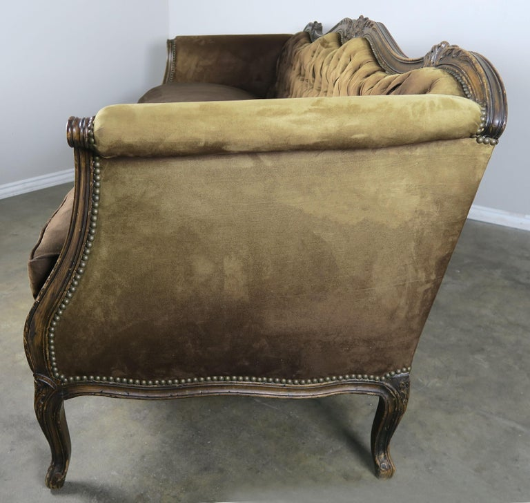 19th Century French Walnut Tufted Leather Sofa with Loose Seat Cushion For Sale 6