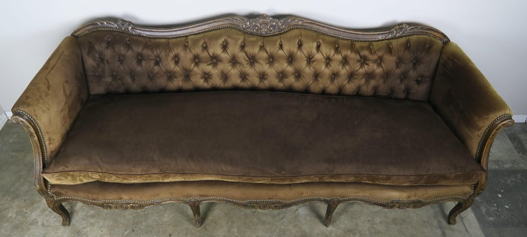 19th Century French Walnut Tufted Leather Sofa with Loose Seat Cushion For Sale 7