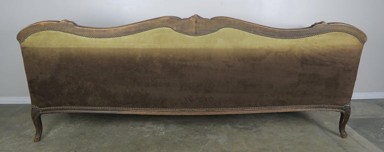 19th Century French Walnut Tufted Leather Sofa with Loose Seat Cushion For Sale 8
