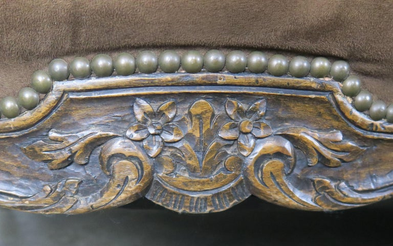 19th Century French Walnut Tufted Leather Sofa with Loose Seat Cushion In Distressed Condition For Sale In Los Angeles, CA