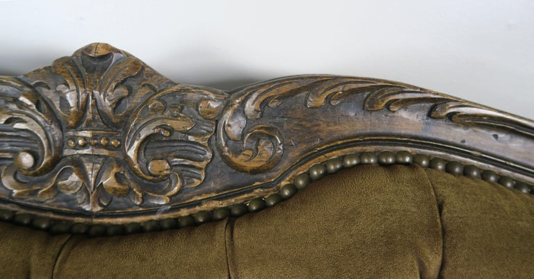 19th Century French Walnut Tufted Leather Sofa with Loose Seat Cushion For Sale 2