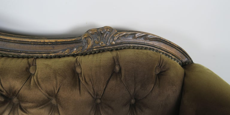 19th Century French Walnut Tufted Leather Sofa with Loose Seat Cushion For Sale 3