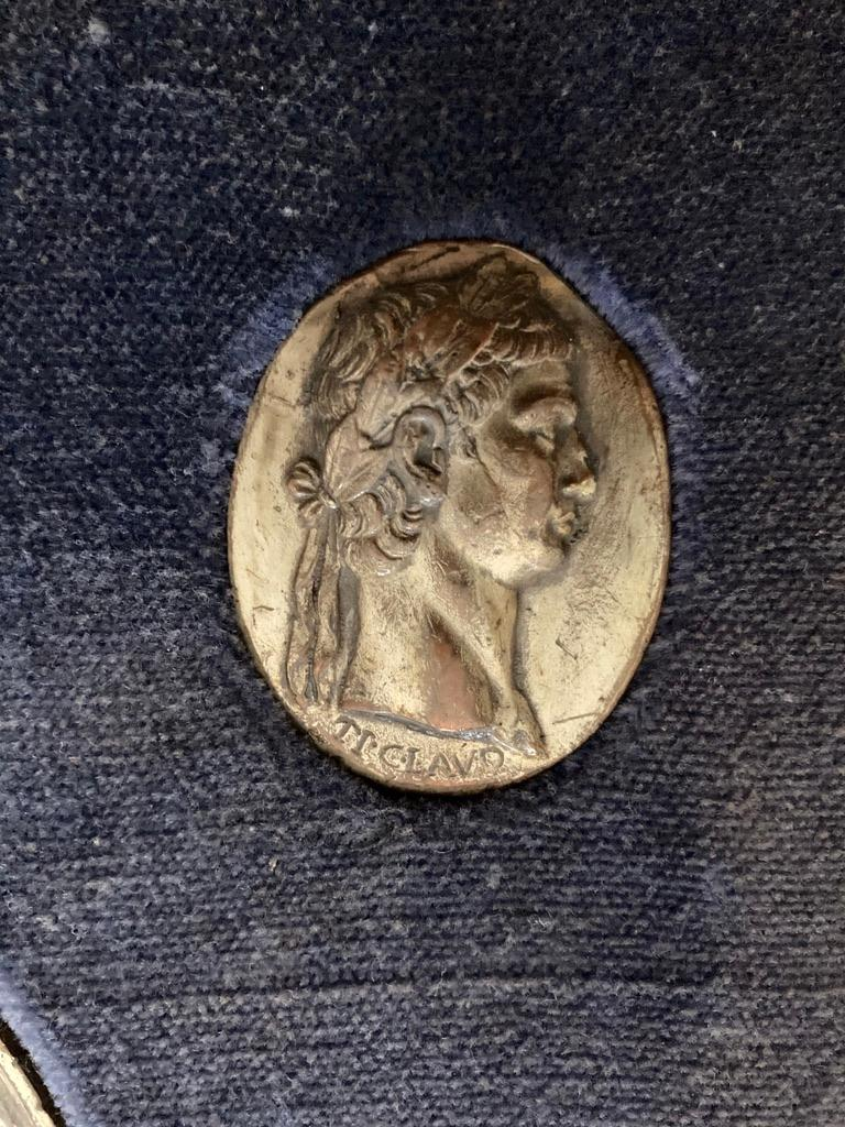 Italian Grand Tour Medals of Roman Emperors and the Roman Colosseum For Sale 13