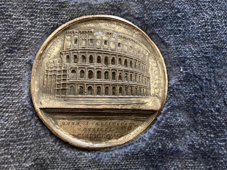 Italian Grand Tour Medals of Roman Emperors and the Roman Colosseum In Good Condition For Sale In Stamford, CT