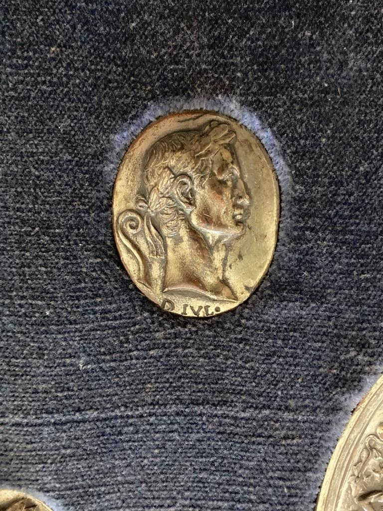 Italian Grand Tour Medals of Roman Emperors and the Roman Colosseum For Sale 3