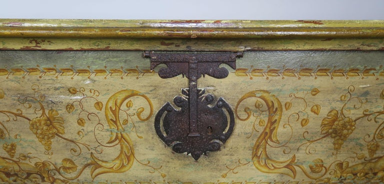19th Century Italian Hand Painted Chest with Cherubs In Good Condition For Sale In Los Angeles, CA