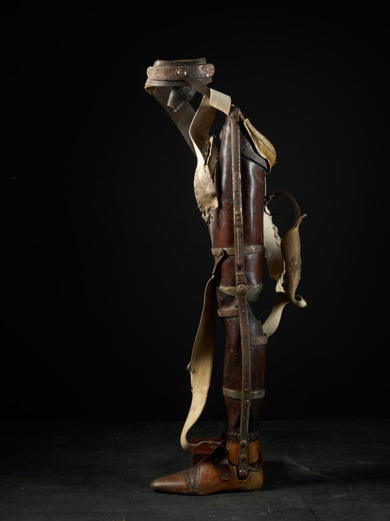 19th Century, Italian Original Wooden Prosthetic Leg In Fair Condition For Sale In Leuven , BE