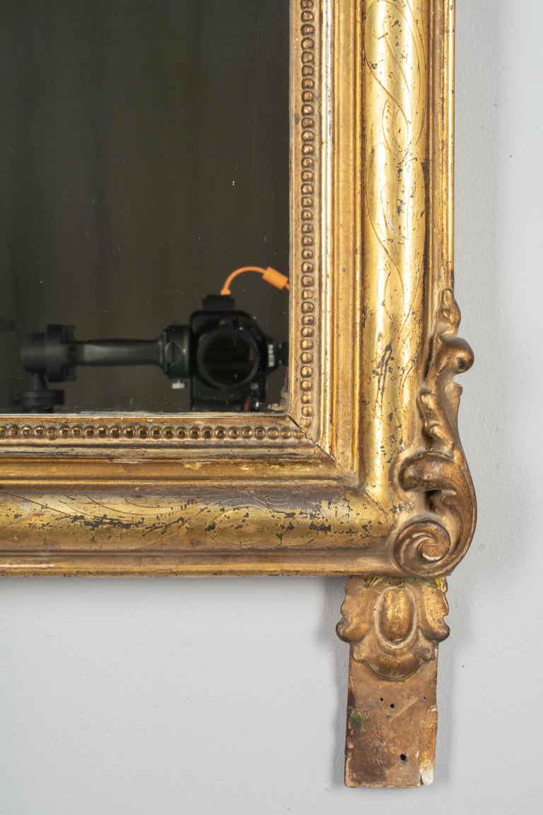 19th Century Louis Philippe Style Gilded Mirror with Oval Crest For Sale 4