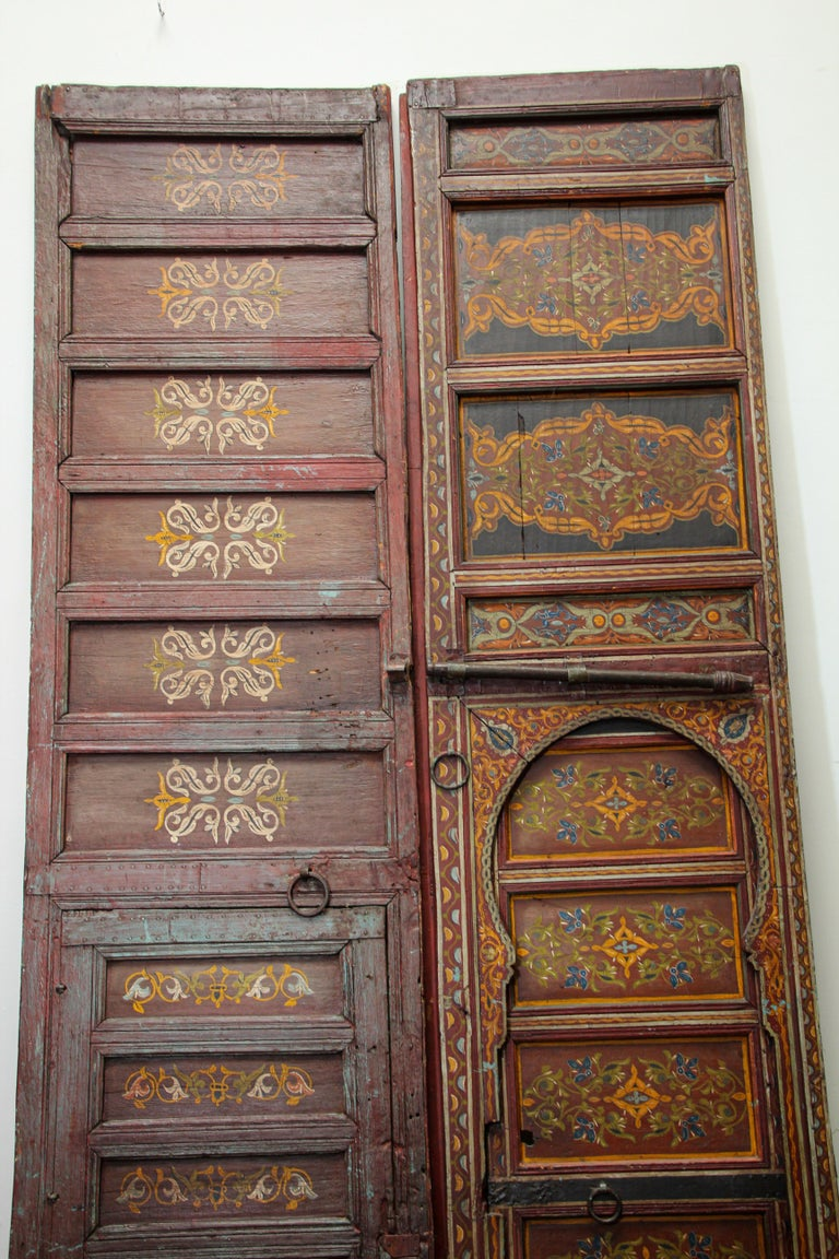 Hand-Carved 19th Century Moroccan Antique Double Door with Hand Painted Moorish Designs For Sale