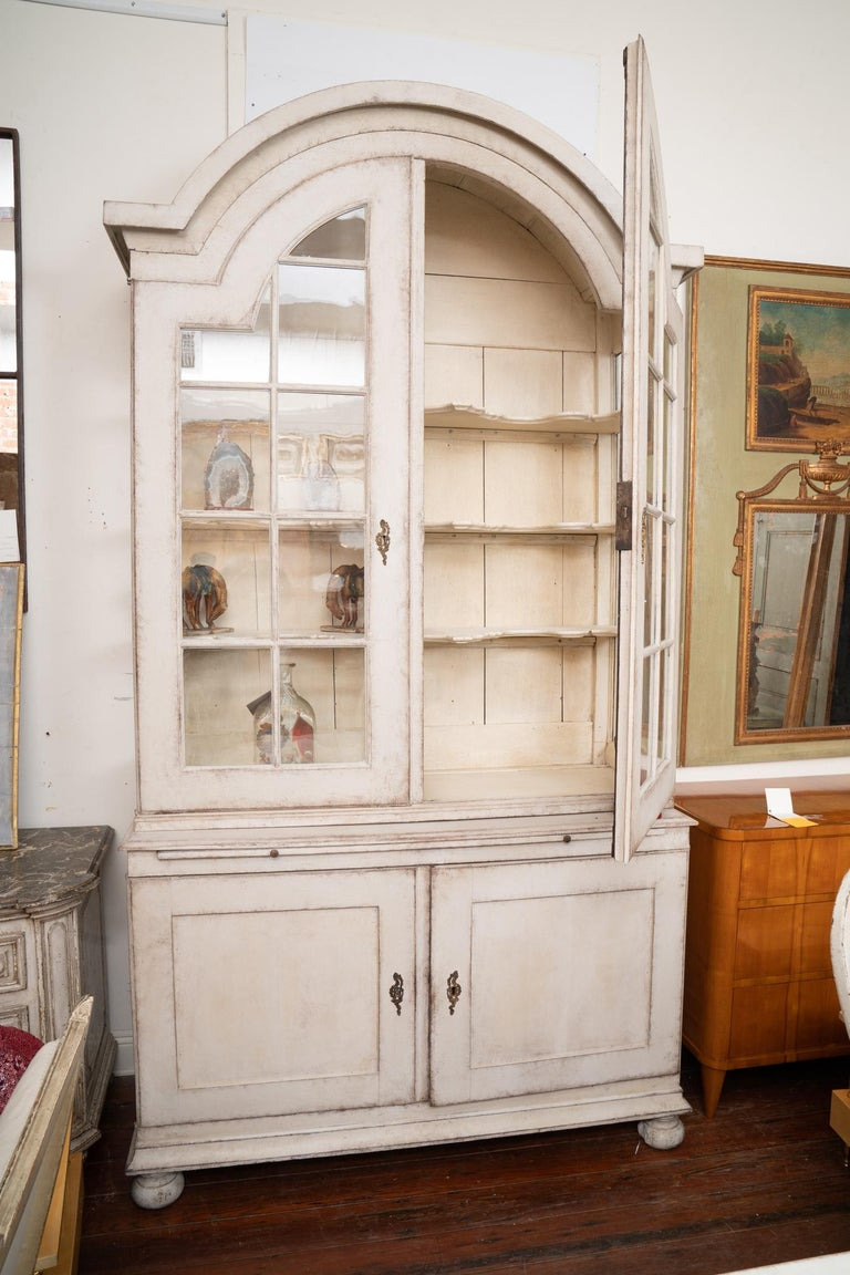 Painted Swedish display case piece with beautiful and delicate lines.