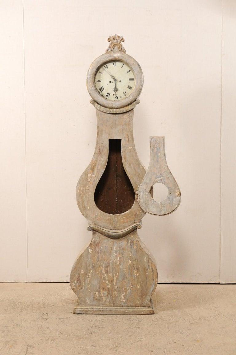 19th Century Swedish Fryksdahl Floor Clock w/ Beautiful, Curvaceous Body In Good Condition For Sale In Atlanta, GA