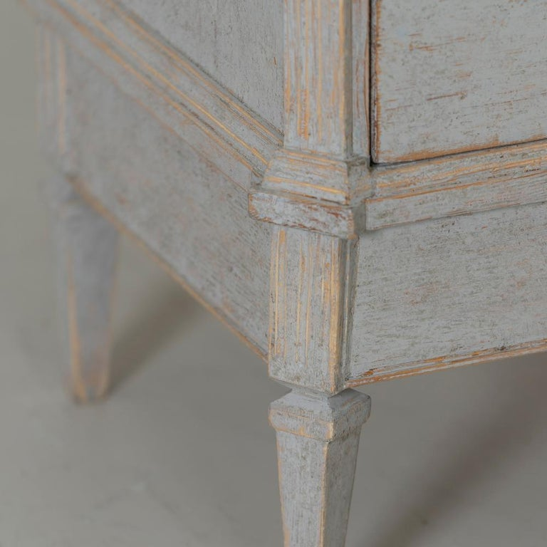 19th Century Swedish Gustavian Style Pair of Bedside Chests For Sale 1