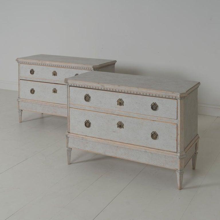 19th Century Swedish Gustavian Style Pair of Bedside Chests For Sale 2