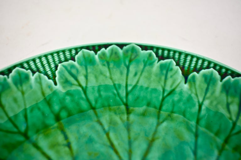 19th Century Wedgwood Green Glazed Majolica Cabbage Leaf and Basketweave Plate  In Good Condition For Sale In Philadelphia, PA