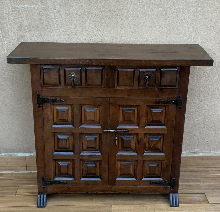 19th Catalan Spanish Baroque Carved Walnut Tuscan Two Drawers Credenza or Buffet In Good Condition For Sale In Miami, FL
