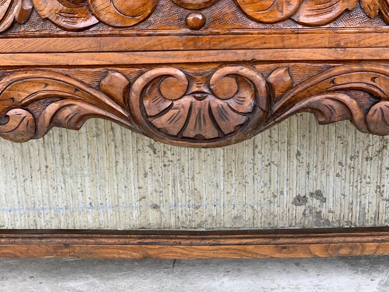 19th Century Catalan Spanish Buffet with Two Carved Drawers and Two Doors For Sale 4