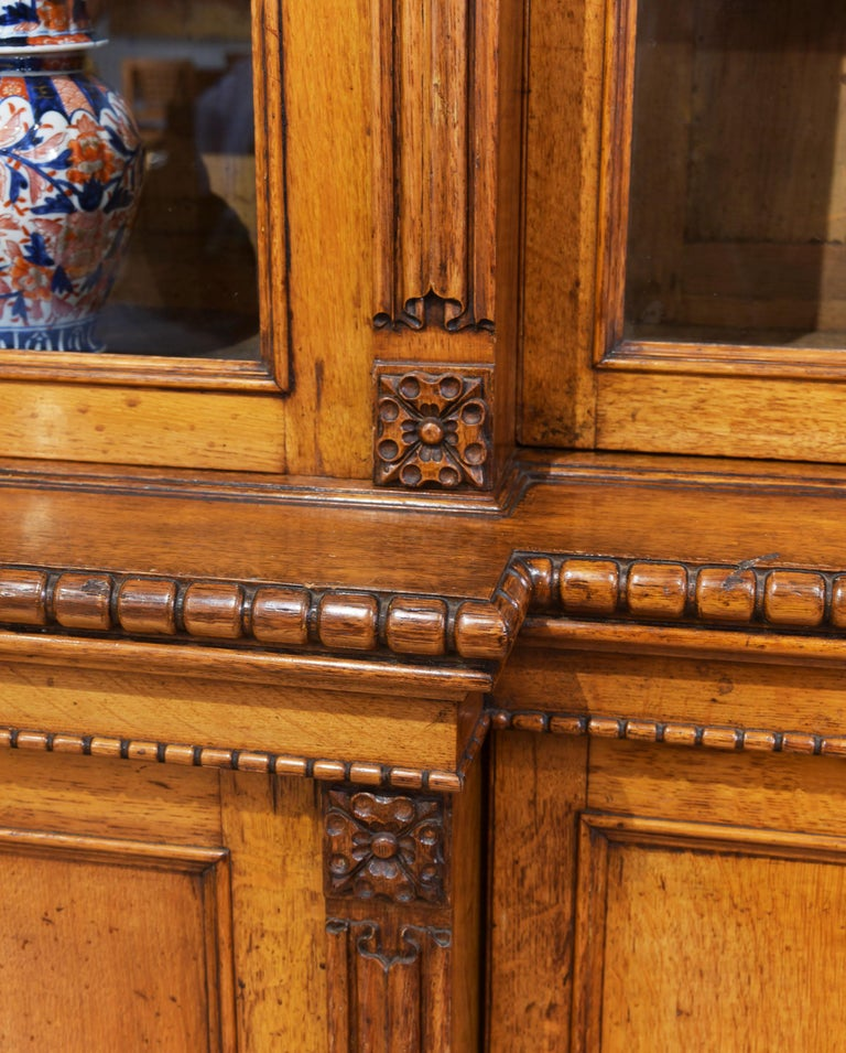 19th Century 4-Door Breakfront Oak Bookcase In Good Condition For Sale In London, GB