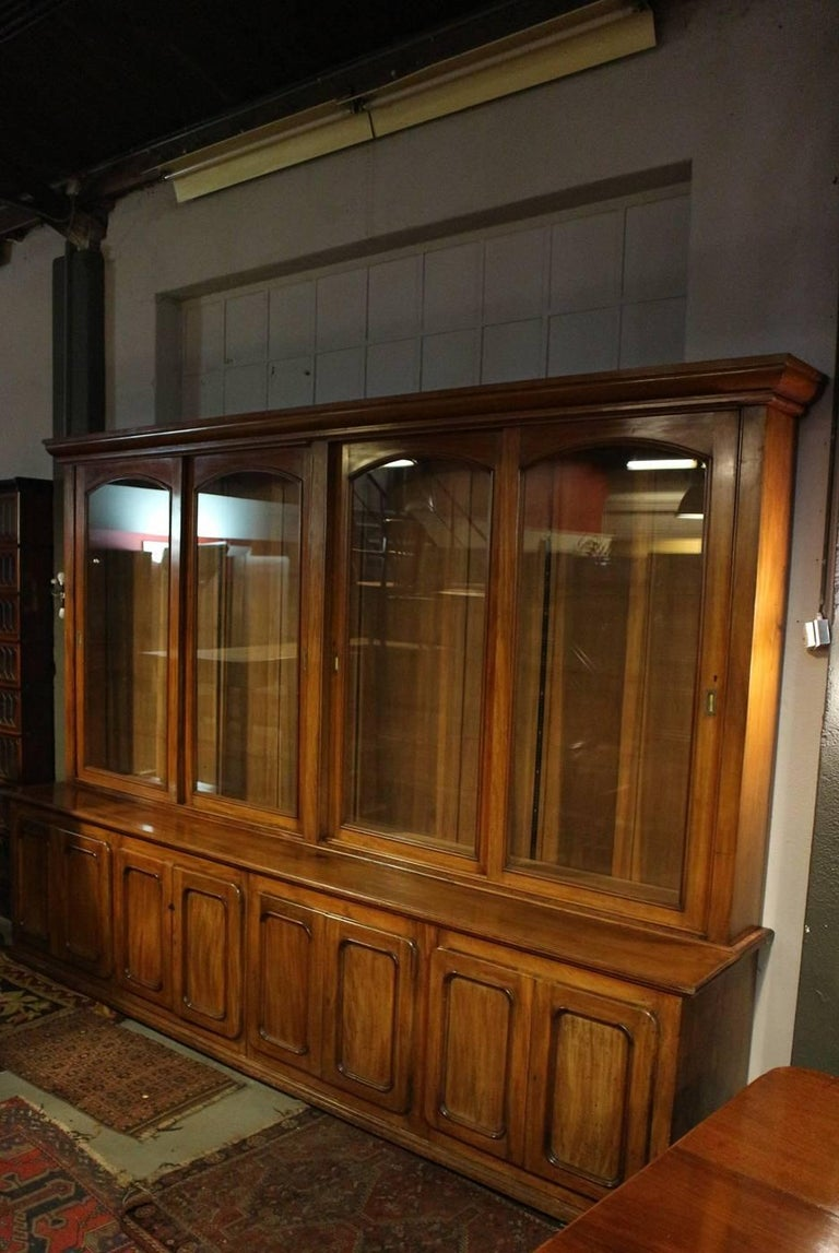 19th Century Eight Doors Mahogany Bookcase In Good Condition In Eindhoven, NL