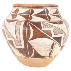 An Acoma Ceramic Vase from the Second Quarter of the 20th Century