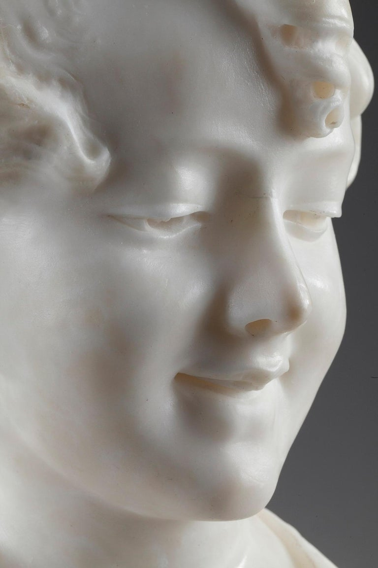 19th Century Alabaster Sculpture Bust of a Young Girl In Good Condition For Sale In Paris, FR