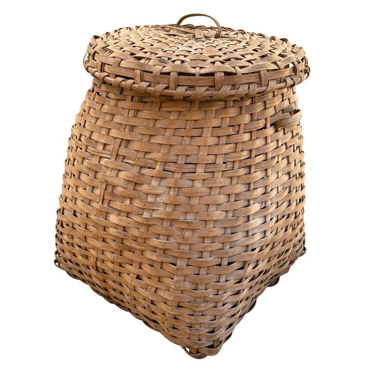 Country 19th Century American Oak Splint Feather Basket For Sale