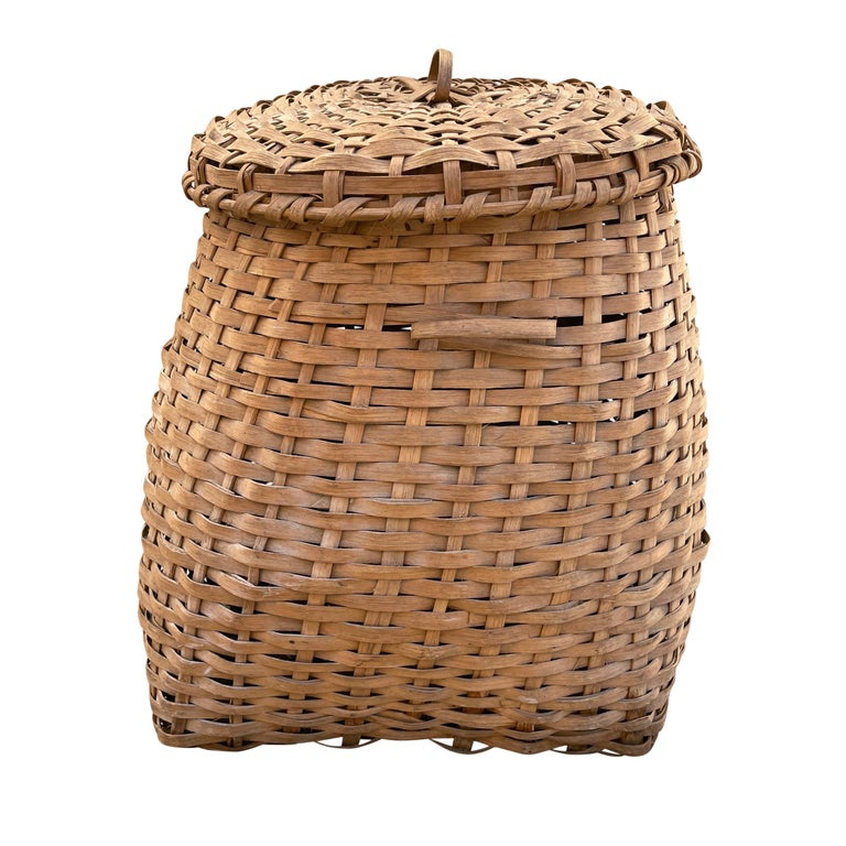 19th Century American Oak Splint Feather Basket In Good Condition For Sale In Chicago, IL