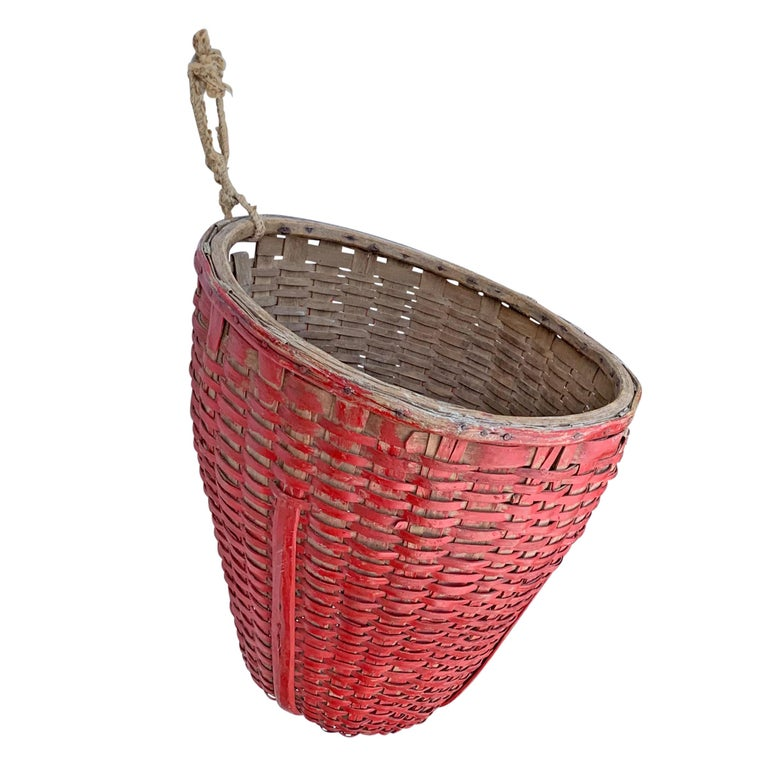 19th Century American Red Painted Gathering Basket In Good Condition For Sale In Chicago, IL