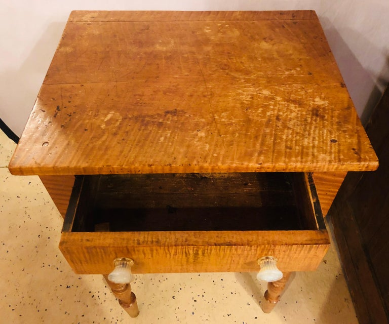 19th Century American Sheraton Cherry and Tiger Maple Stand with One Drawer For Sale 1