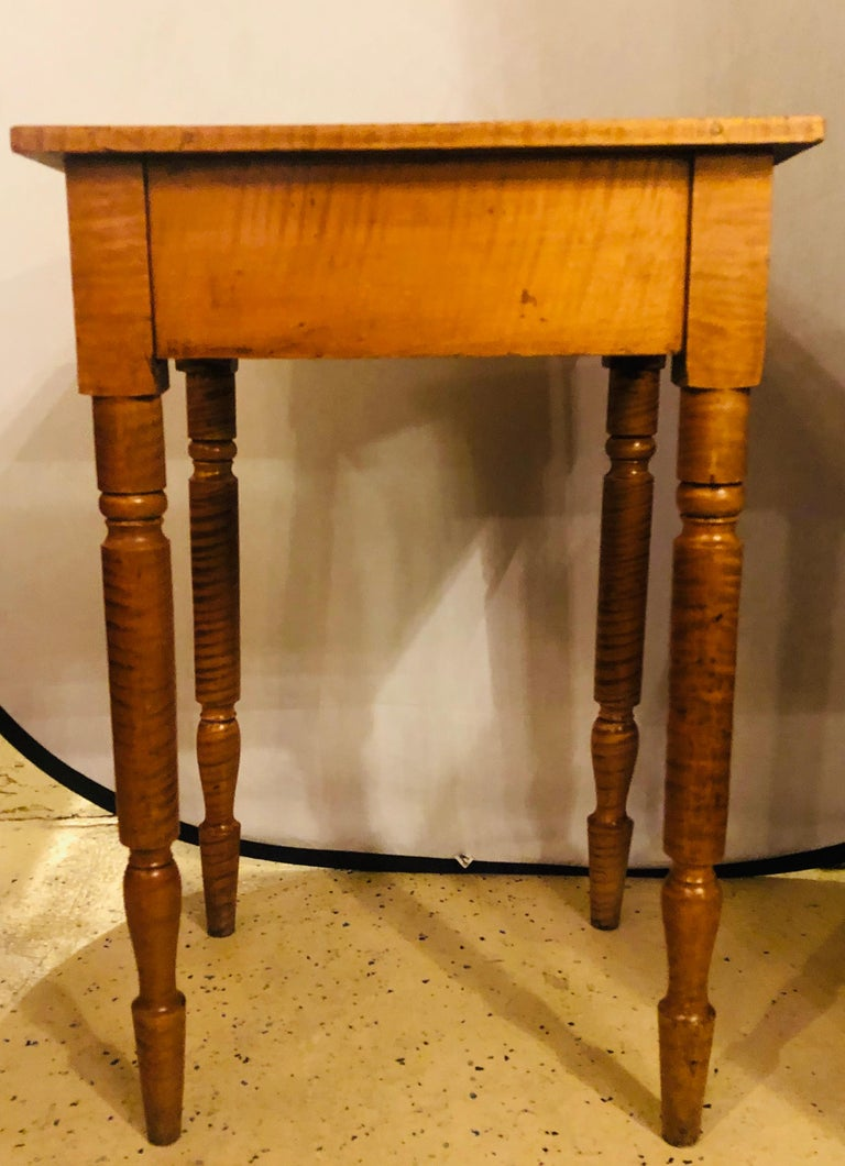 19th Century American Sheraton Cherry and Tiger Maple Stand with One Drawer For Sale 3
