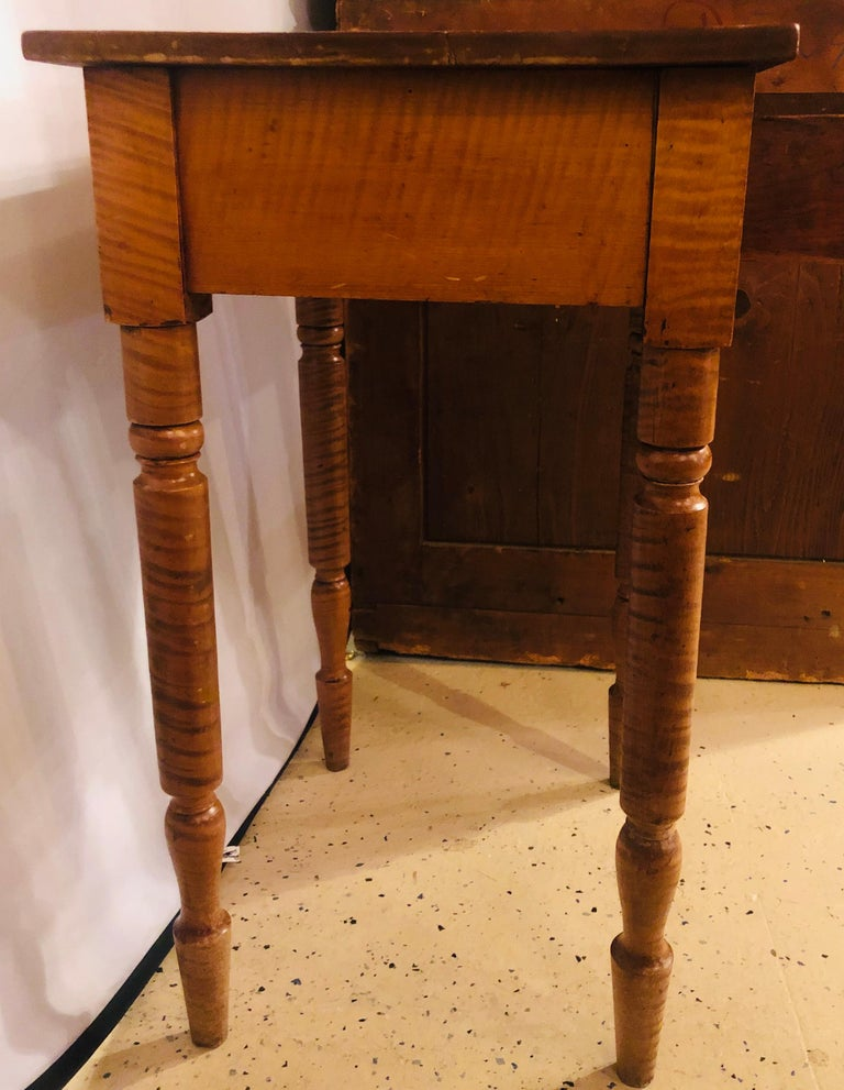 19th Century American Sheraton Cherry and Tiger Maple Stand with One Drawer For Sale 4