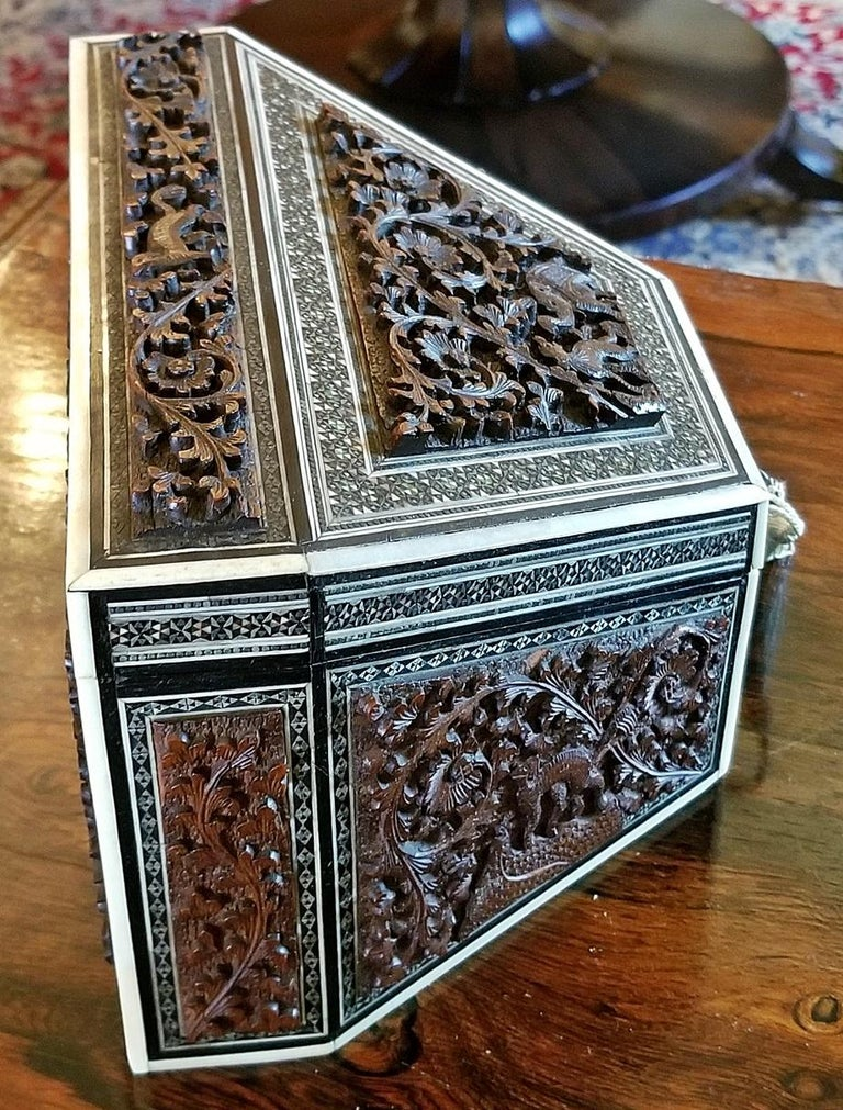 19th Century Anglo-Indian Carved Padouk and Sadeli Stationary Box In Excellent Condition For Sale In Dallas, TX