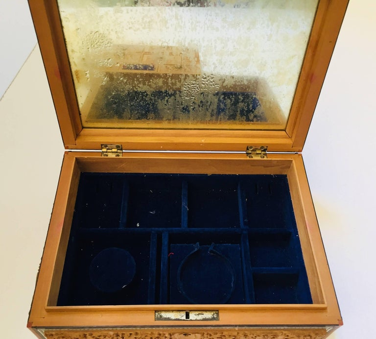 19th Century Anglo-Indian Sadeli Mosaic Jewelry Box with Lidded Compartments For Sale 8