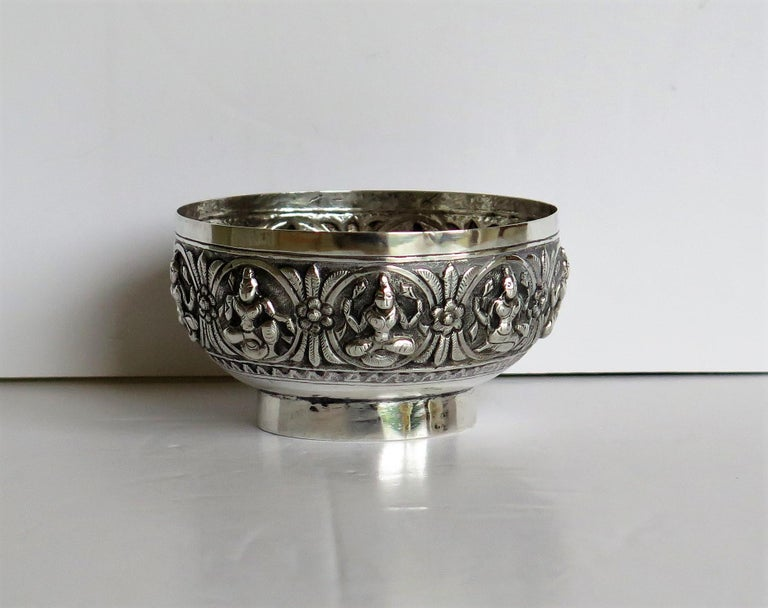 19th Century Anglo Indian Solid Silver small Bowl hand made with chased Dieties In Good Condition For Sale In Lincoln, Lincolnshire