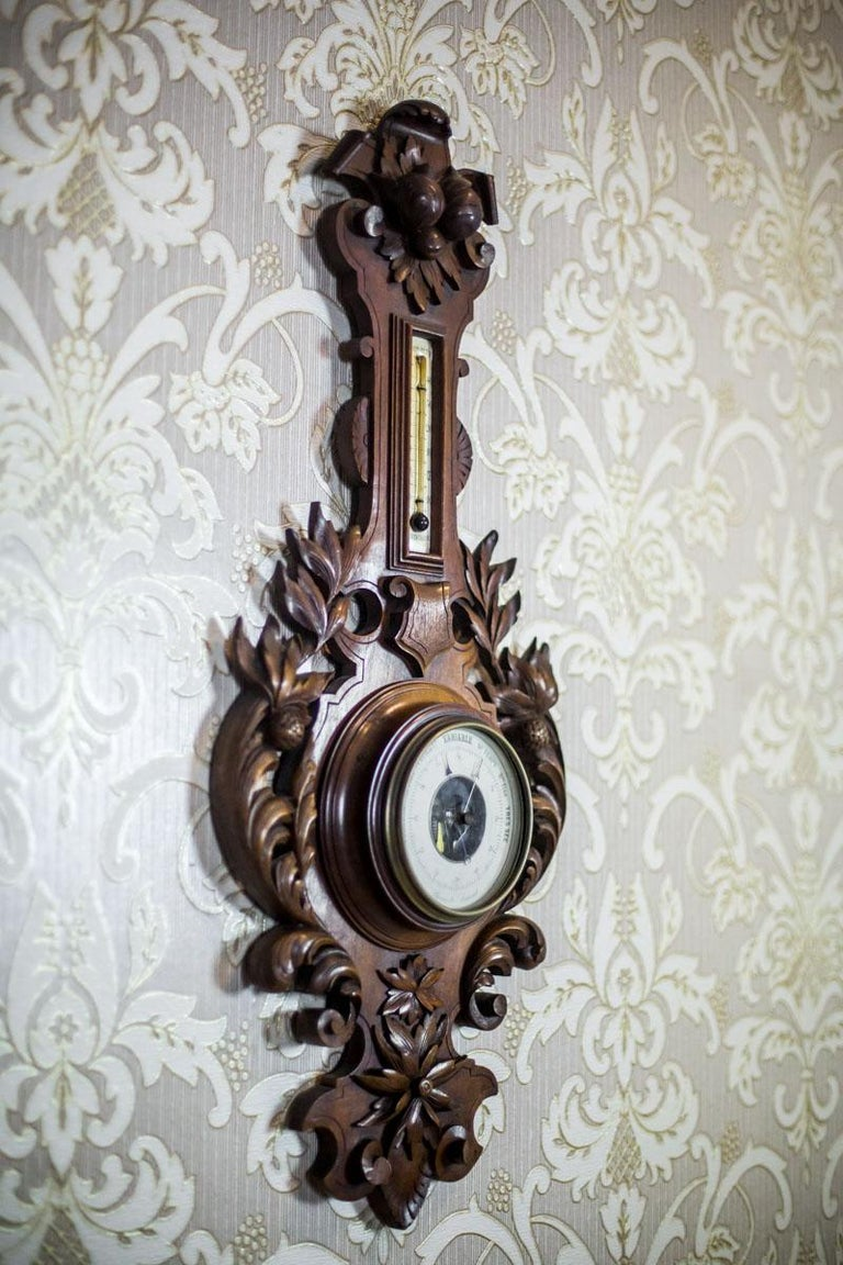 We present you this barometer with a thermometer in a wooden, decorative case made of walnut wood. The whole is date fourth quarter of the 19th century.