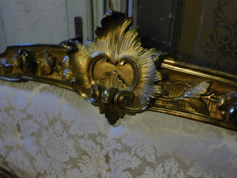 19th Century Antique Golden Bed with Damask Lined Headboard In Good Condition For Sale In Cuneo, Italy (CN)