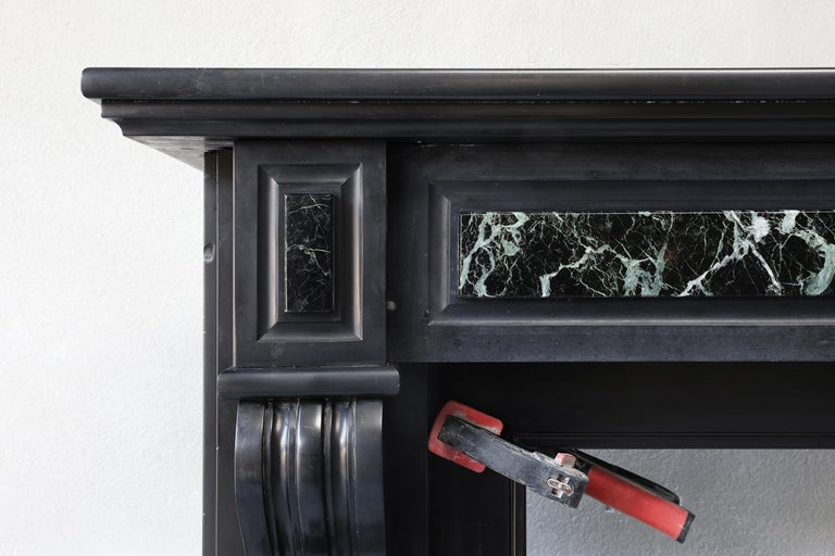 19th Century Antique Marble Fireplace of Noir De Mazy with Verde Marble In Good Condition For Sale In Made, NL