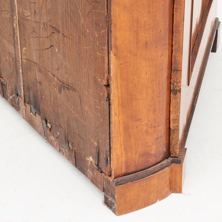 19th Century Austrian Biedermeier Corner Cabinet in Flame Birch Veneer For Sale 11