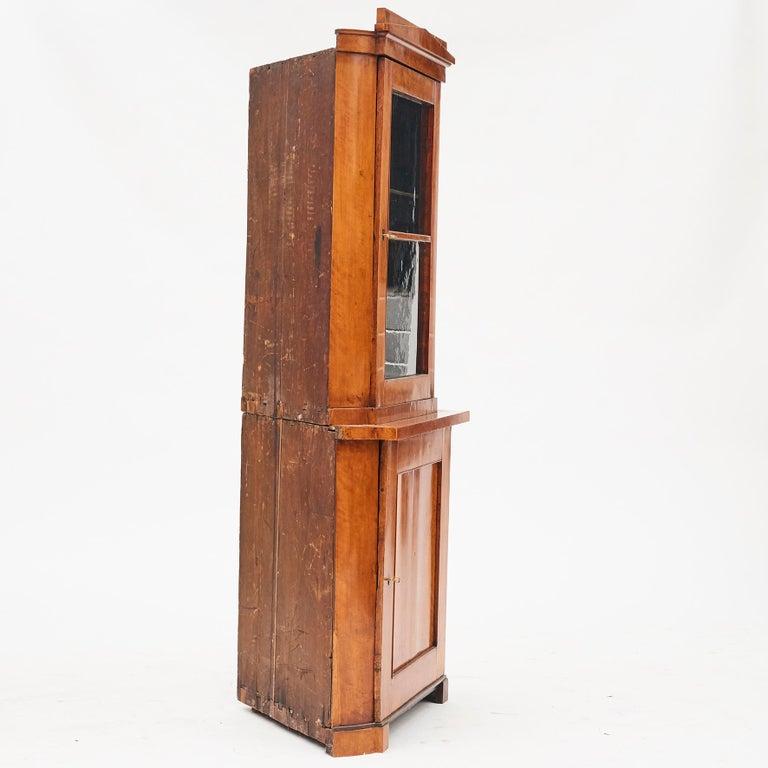 19th Century Austrian Biedermeier Corner Cabinet in Flame Birch Veneer In Good Condition For Sale In Nordhavn, DK