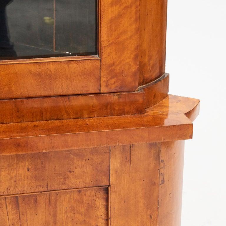 Pine 19th Century Austrian Biedermeier Corner Cabinet in Flame Birch Veneer For Sale