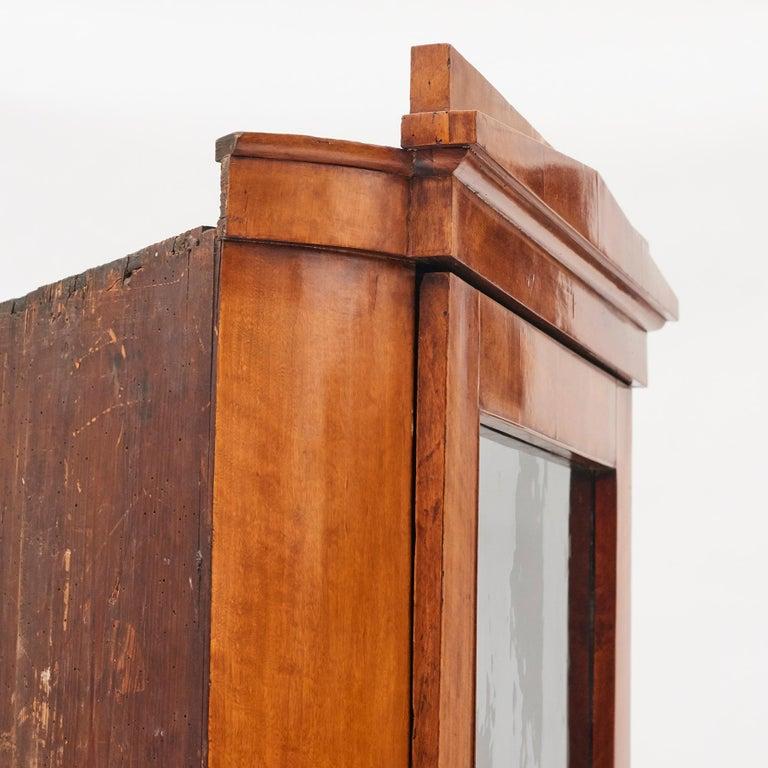 19th Century Austrian Biedermeier Corner Cabinet in Flame Birch Veneer For Sale 1