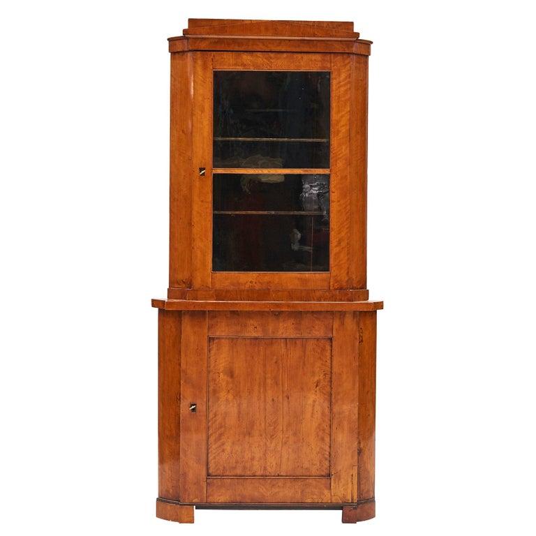 19th Century Austrian Biedermeier Corner Cabinet in Flame Birch Veneer For Sale