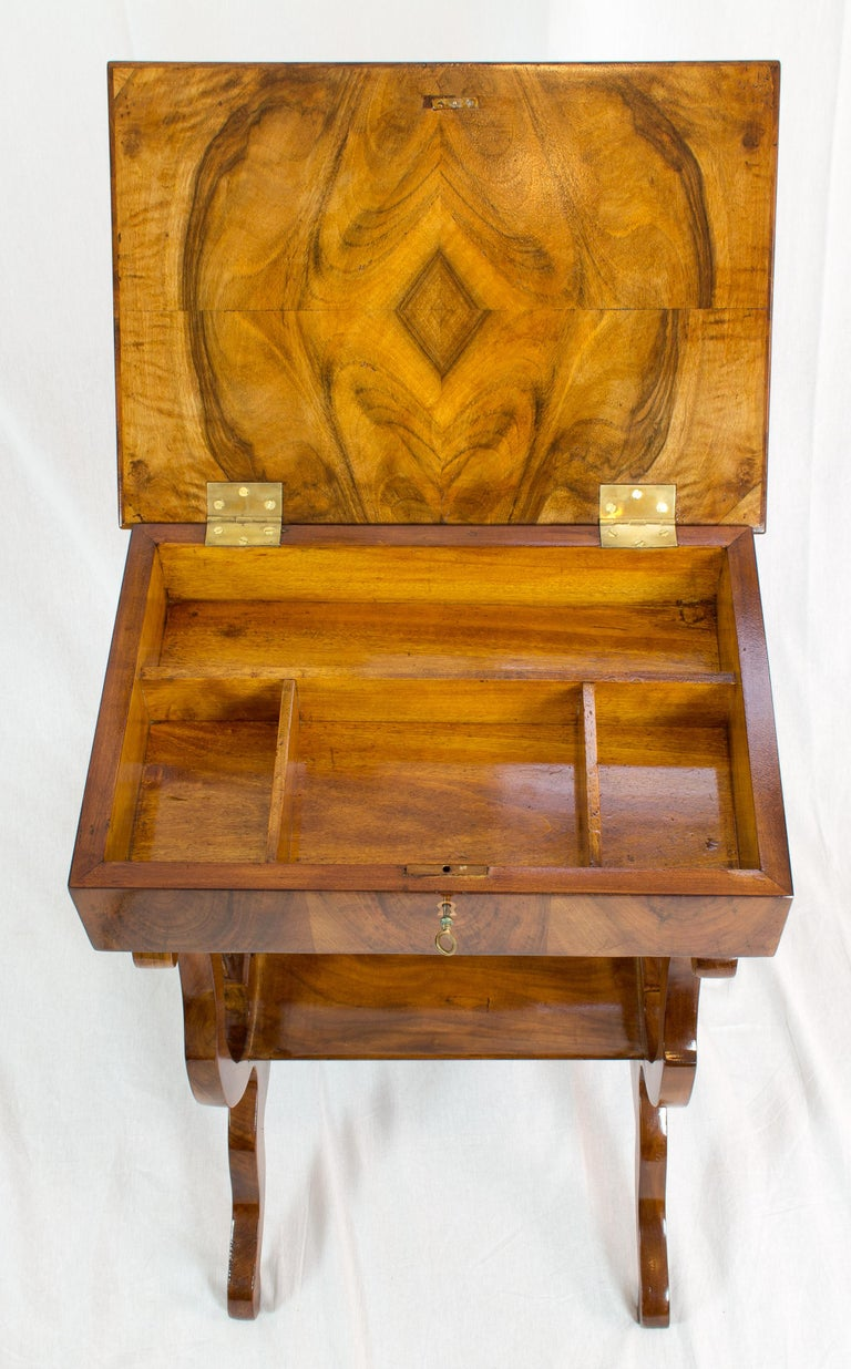 19th Century Biedermeier Lyra Walnut Sewing or Side Table In Good Condition For Sale In Darmstadt, DE