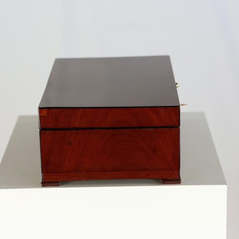 19th Century Biedermeier Period Casket Case Mahogany Veneer with Mirror Redbrown In Good Condition For Sale In Muenster, NRW