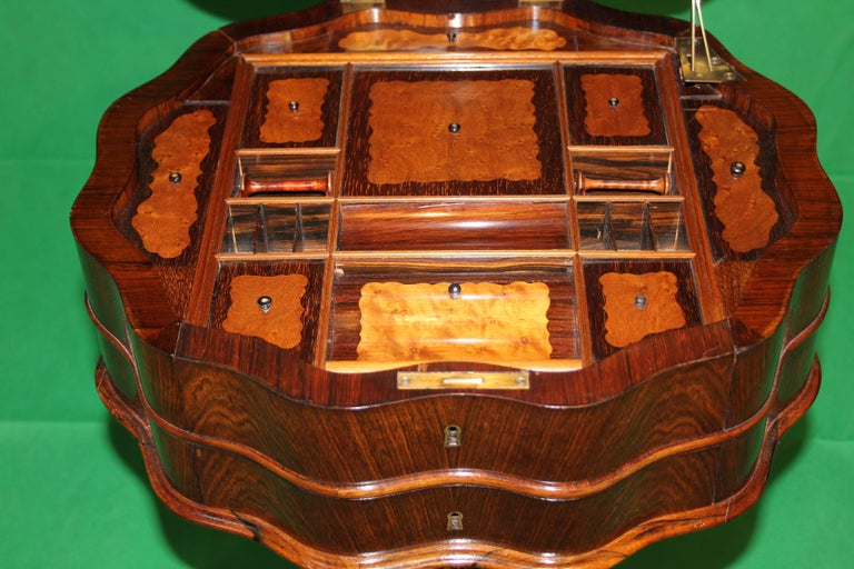 19th Century Biedermeier Rosewood Work Table In Good Condition For Sale In Roma, IT