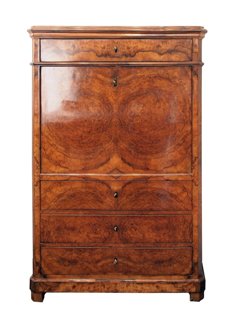 A beautiful secretary made of walnut veneer on a pine wood body, from the time of the Biedermeier. The interior of the secretary is made of bird's-eyes maple. In very good restored condition. Measure: Writing height 74 cm.