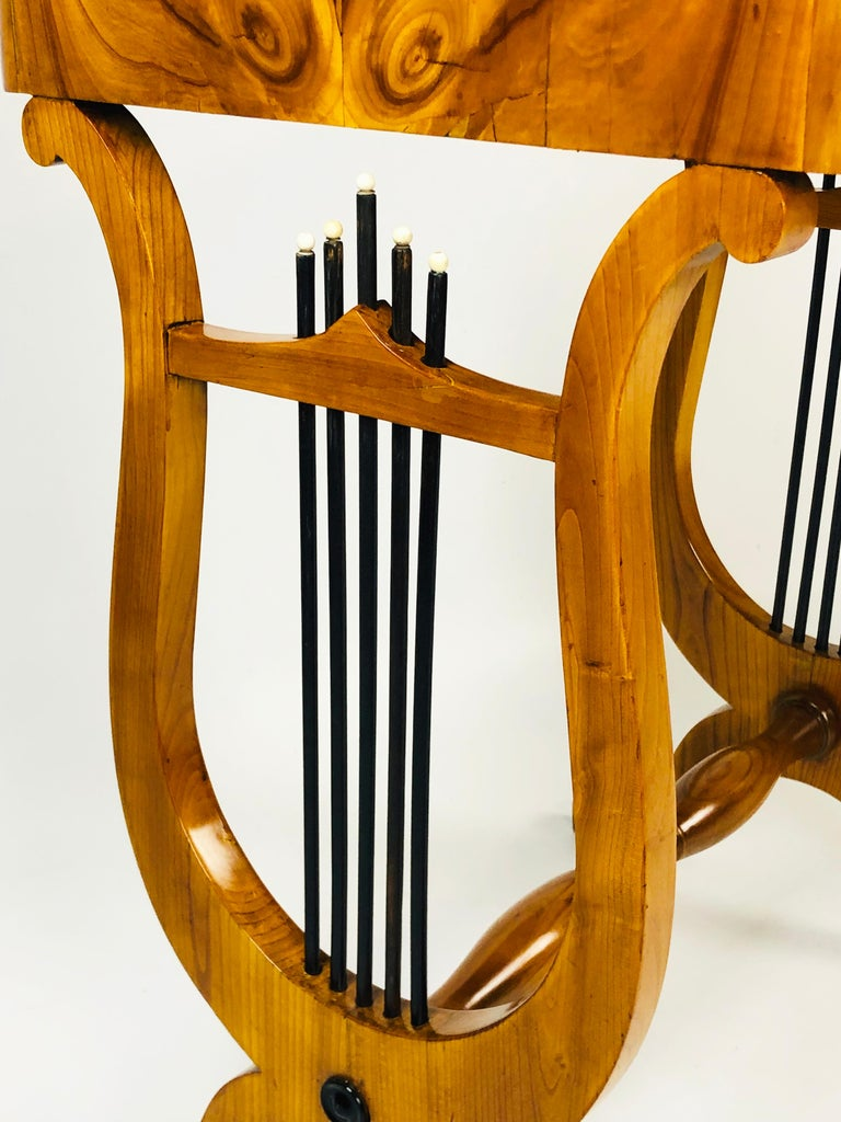 19th Century Biedermeier Sewing Side Lyre Table of Rare Oyster Walnut Veneer For Sale 1