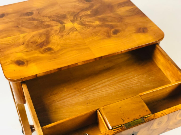 19th Century Biedermeier Sewing Side Lyre Table of Rare Oyster Walnut Veneer For Sale 5