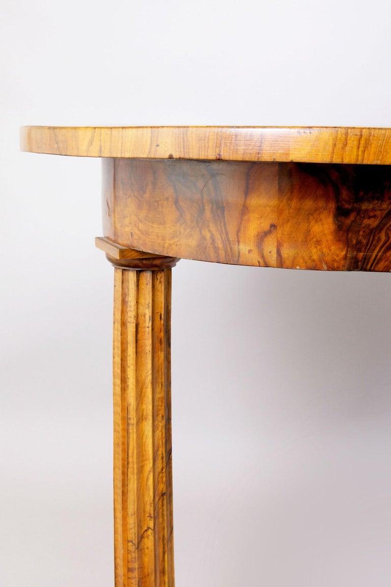 Austrian 19th Century Biedermeier Walnut Writing Desk by Josef Danhauser, Vienna, 1830 For Sale