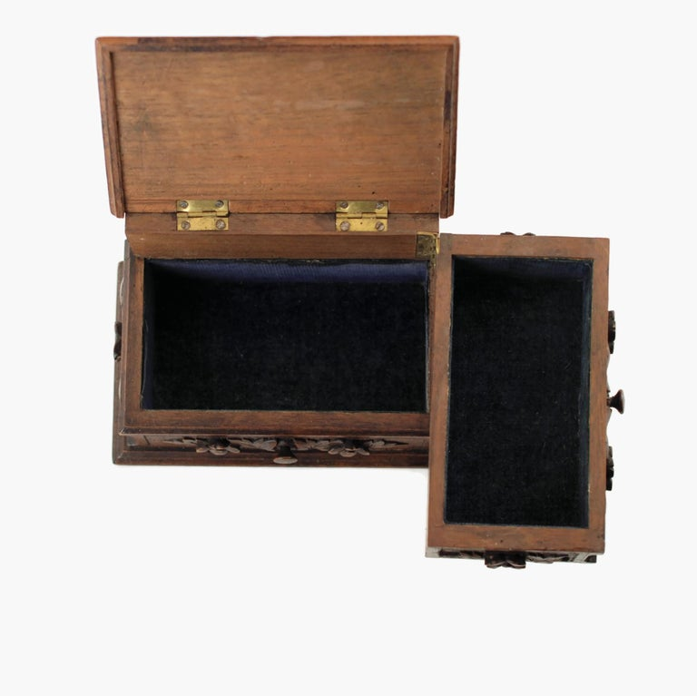 19th Century Black Forest Carved Bear Motif Wood Box with Swing-Out Compartment For Sale 3